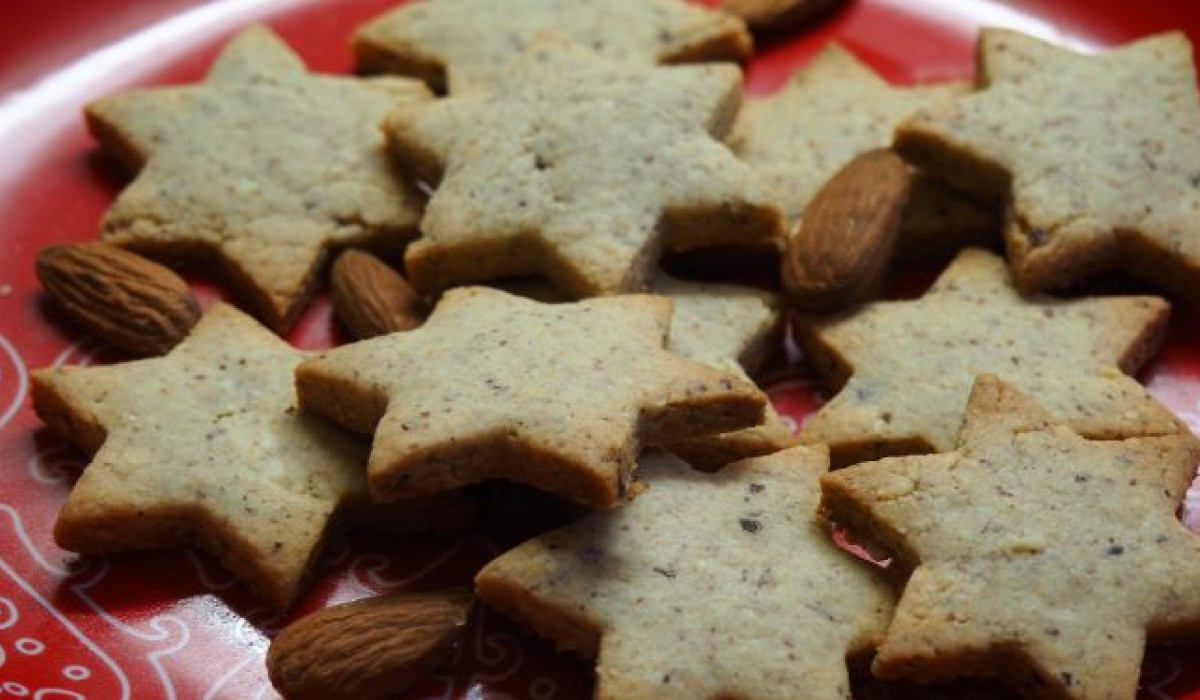 Stars with almonds
