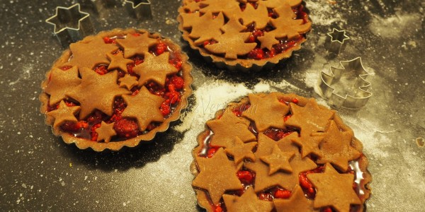 Gingerbread Tart with Red Currants