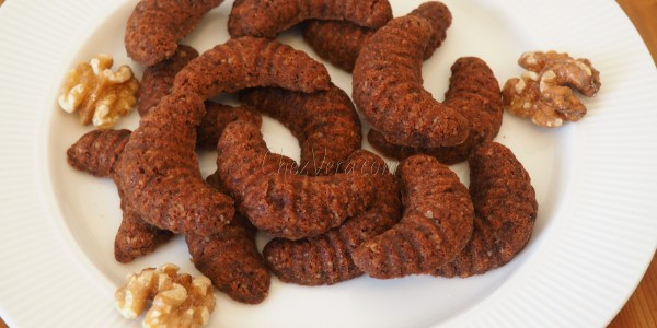 Walnut Crescent Cookies – a traditional Czech recipe