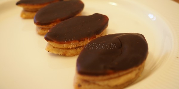 Nut Biscuits with Honey Cream