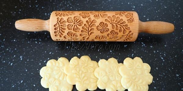 Mit ätherischem Rosenöl aromatisierte Kekse