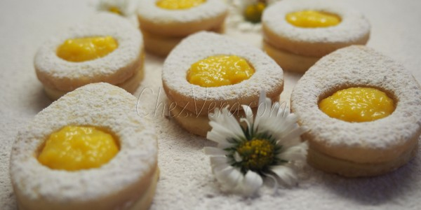 Easter Shortcrust Pastry Cookies with Mango Cream