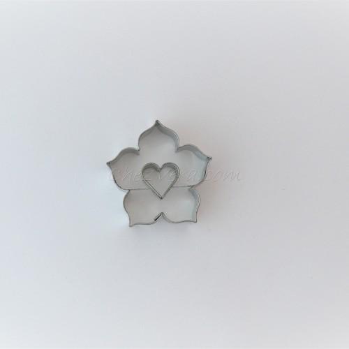 Linzer Ausstechform – Lilie mit Herzen (klein)
