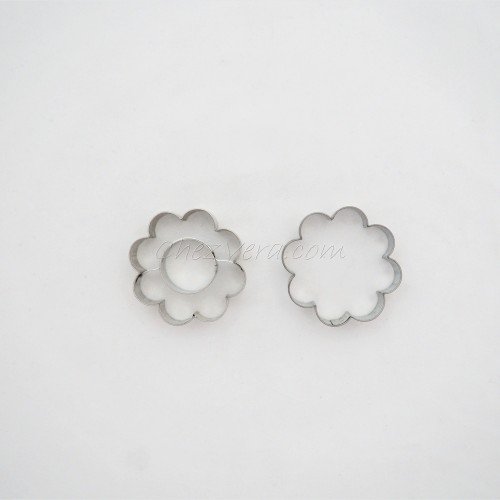 Linzer Cookie Cutters Set – Flower with Circle (large)