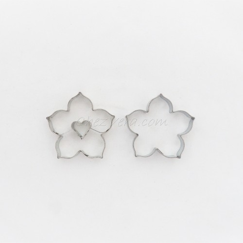 Linzer Cookie Cutters Set – Lily with Heart (large)
