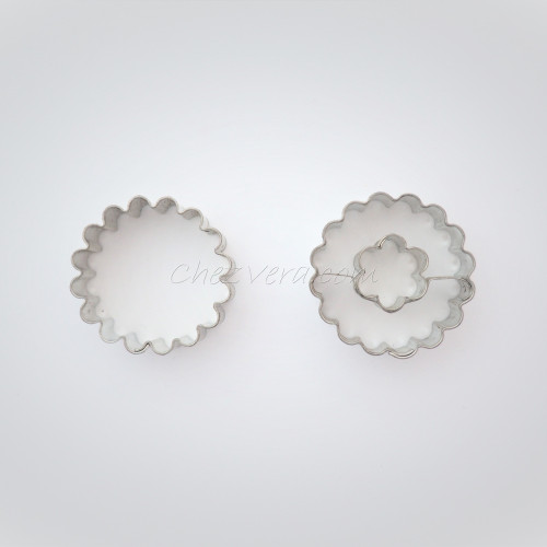 Circle scalloped with flower + Circle scalloped