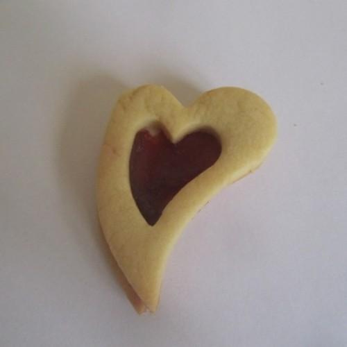 Linzer Cookie Cutter – slanted Heart