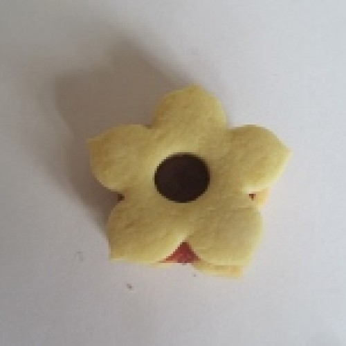 Linzer Cookie Cutter – Lily with Circle (small)