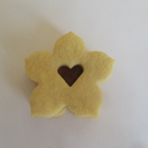 Linzer Cookie Cutters Set – Lily with Heart (small)