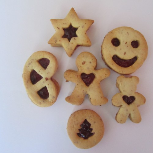 Linzer Cookie Cutter – Gingerbread Man with Heart