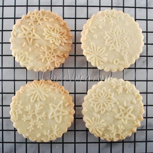 LARGE ENGRAVED ROLLING PIN – Snowflake Pattern